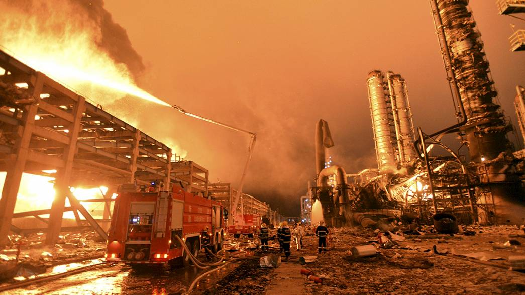 Fogo em petroquímica chinesa reacendeu-se