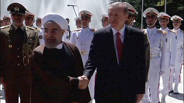 Gazdaságról és Jemenről is tárgyalt Erdogan Iránban