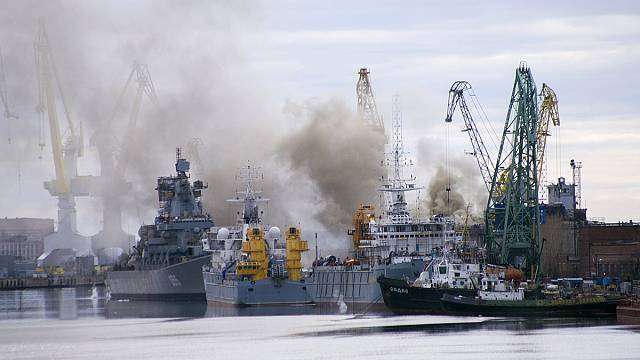إخماد حريق على متن غواصة نووية روسية