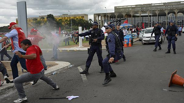 Brazil: Clashes break out at protest against new labour law