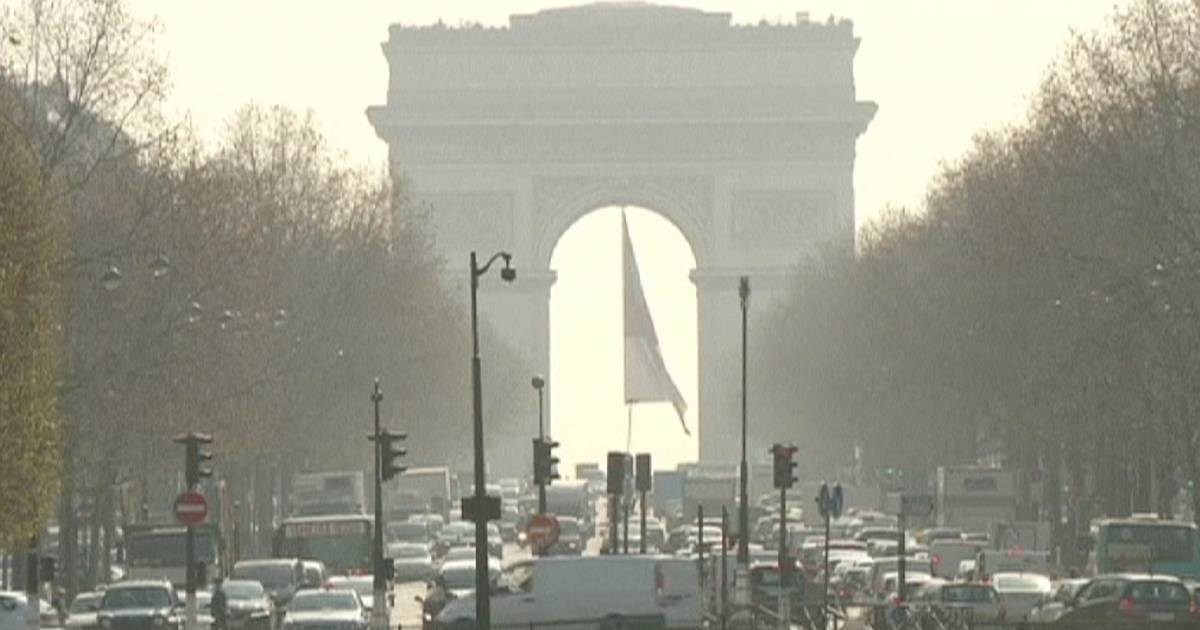 paris issues air pollution warning again euronews world news. Black Bedroom Furniture Sets. Home Design Ideas