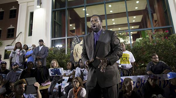 فعالان مدنی معترضان به قتل یک سیاه پوست به دست پلیس آمریکا را به آرامش فراخواندند