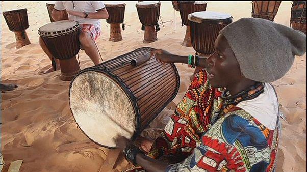 جشنواره سالانه ساحل؛ موسیقی در میان تپه های شنی آفریقا