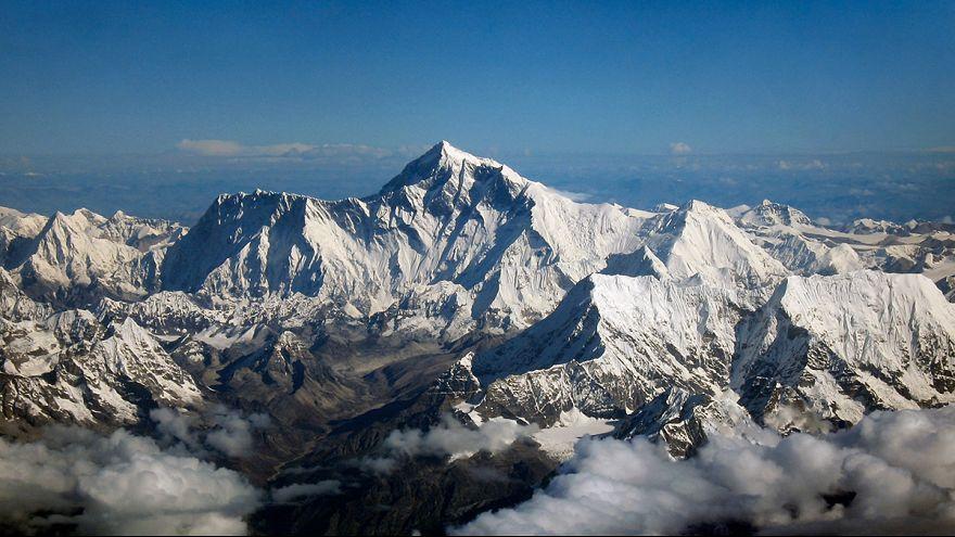 Alagutat fúrhatnak a Mount Everest alatt a kínaiak
