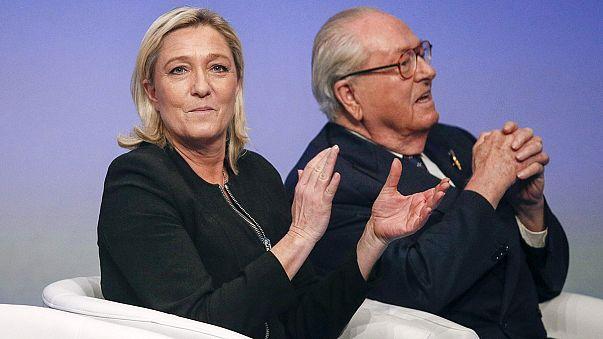 فرنسا: مارين لوبان رئيسة الجبهة الوطنية الحزب اليميني المتطرف تدعو والدها جون ماري لوبان لاعتزال الحياة السياسية
