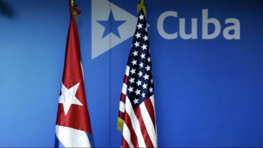 Aperto de mão entre Obama e Castro no Panamá