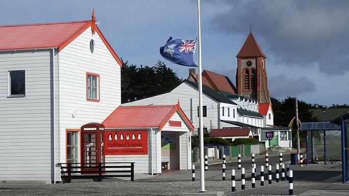 İngiltere ve Arjantin Falkland'da yine karşı karşıya geldi