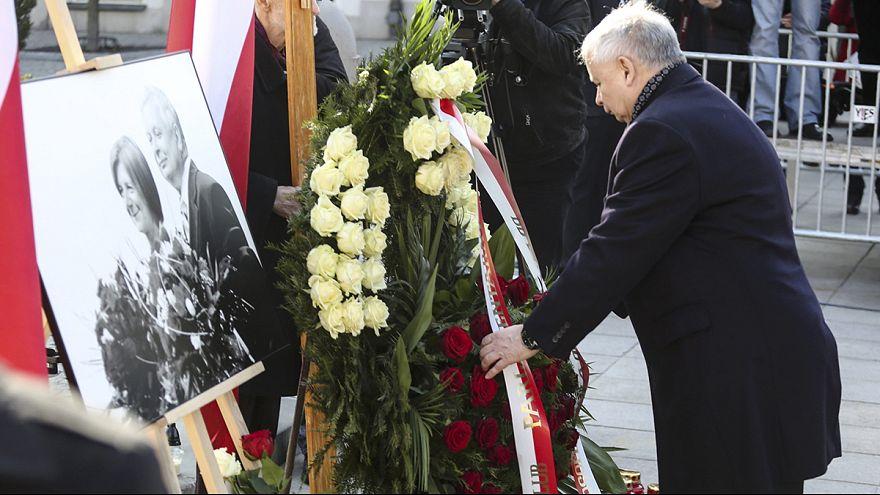 Polacos homenageiam Lech Kaczynski cinco anos da sua morte