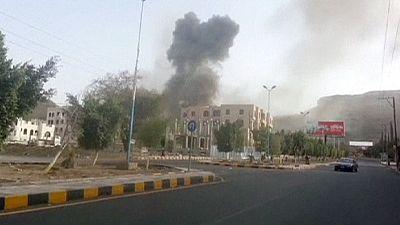 Bombardamenti su Sanaa, nella capitale yemenita manca la benzina