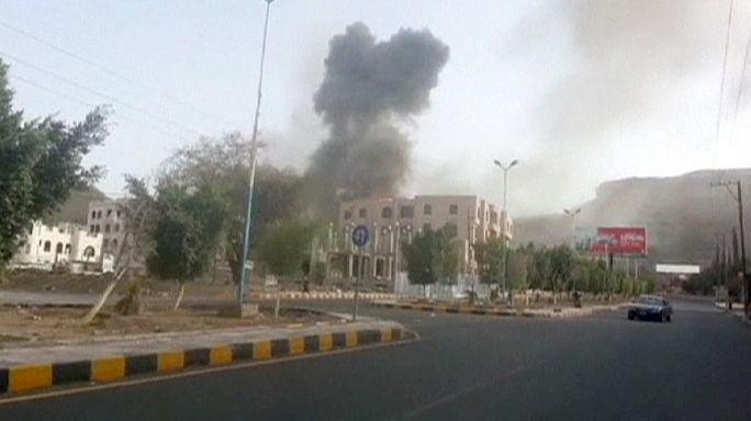 Suudi Arabistan Yemen'de saldırılarını yoğunlaştırdı