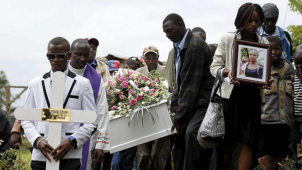 Kenya'da Garissa saldırısı kurbanları toprağa veriliyor