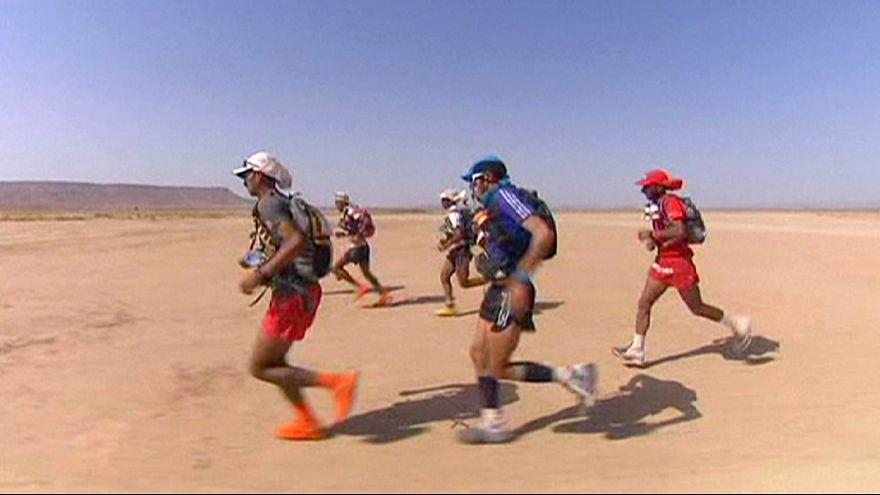 Rachid el Morabity faz o tri no deserto marroquino
