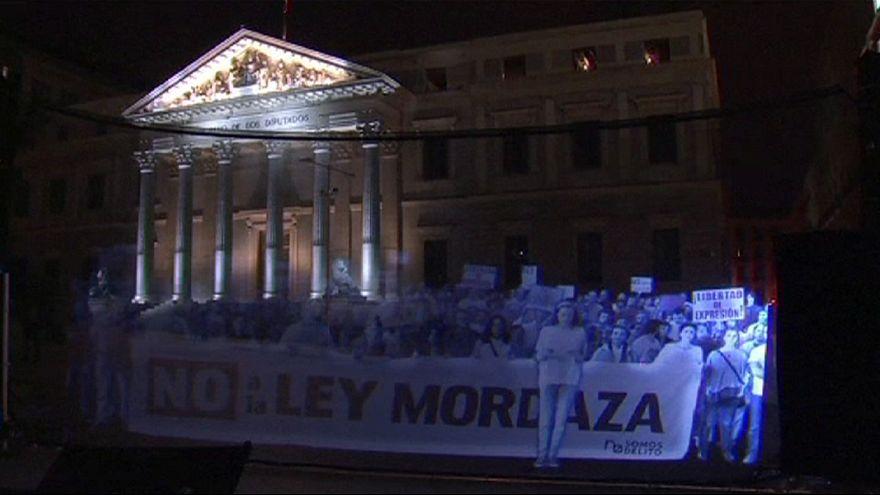 Manifestación virtual delante del Congreso español contra la conocida Ley Mordaza