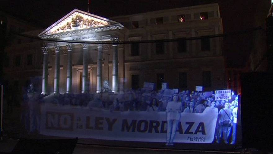 Video-Protest vor spanischem Parlament