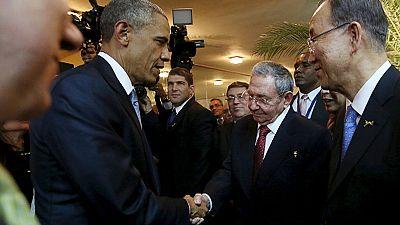 Summit delle Americhe: storica stretta di mano fra Castro e Obama