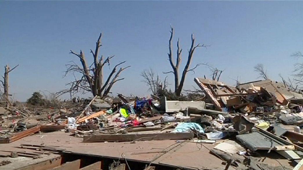 Ilinóis: Tornado deixa rasto de destruição