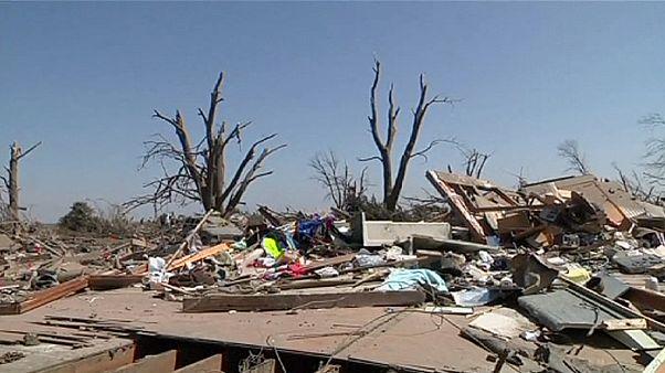 Városrészeket rombolt porig a tornádó Illinois-ban