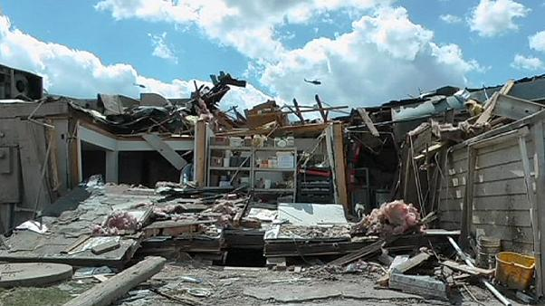 Fuertes tornados azotan Illinois