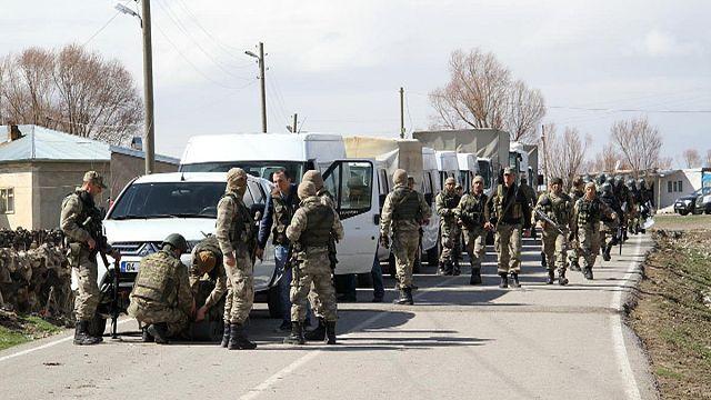 PKK ateş açtı: 4 asker yaralı