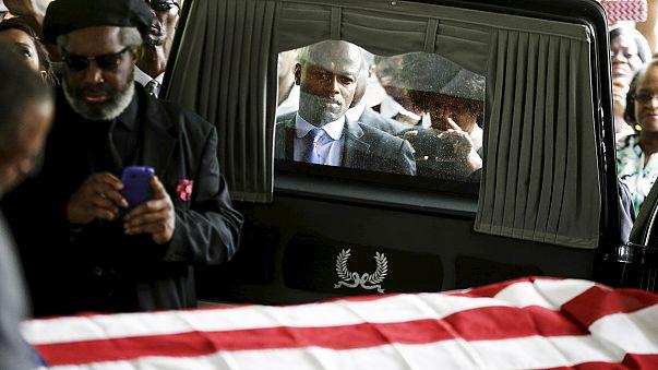 تشییع جنازه مرد سیاه پوست قربانی پلیس در کارولینای جنوبی انجام شد