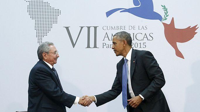 لقاء تاريخي بين أوباما و كاسترو في بنما