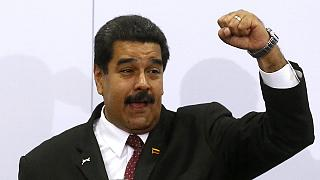 """Bref échange """"cordial"""" entre Barack Obama et Nicolas Maduro à Panama"""