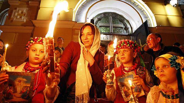 Kievliler Paskalya kutlamaları için eylemcilere kapılarını açan kilisede
