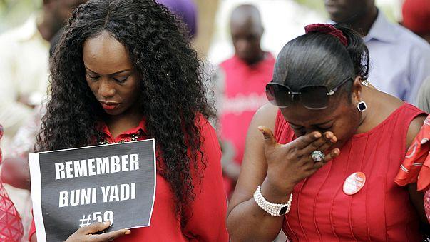 Egy éve rabolták el az iskoláslányokat Nigériában