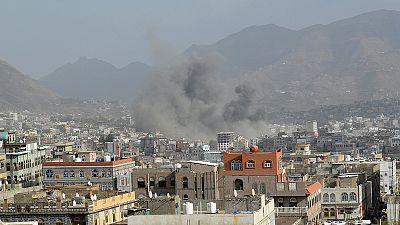 Jemen: Saudi-Arabien greift weiter Huthi-Miliz an - Präsidentenpalast bombardiert