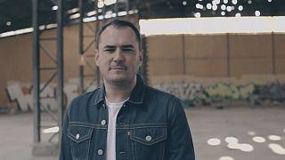 """إسماعيل سيرانو، الموسيقي الإسباني المتمرد يطلق ألبوم """"لا يامادا"""""""