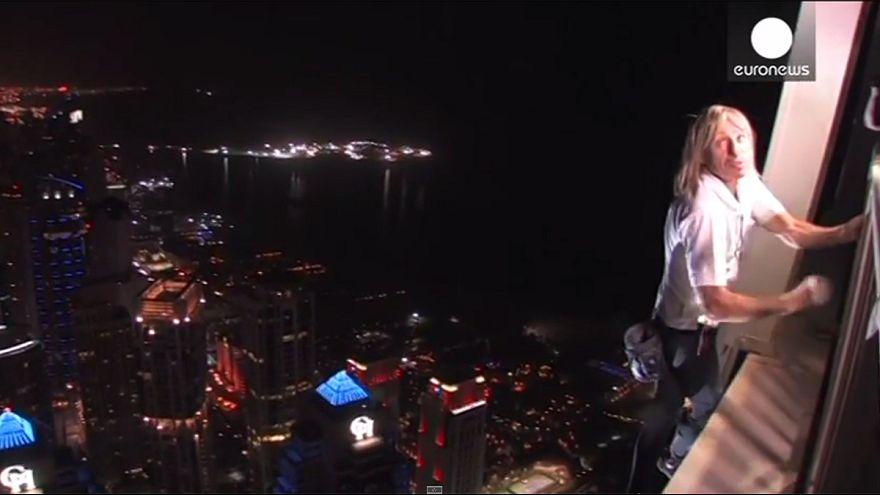Französischer Spiderman erklimmt 307-Meter-Turm in Dubai