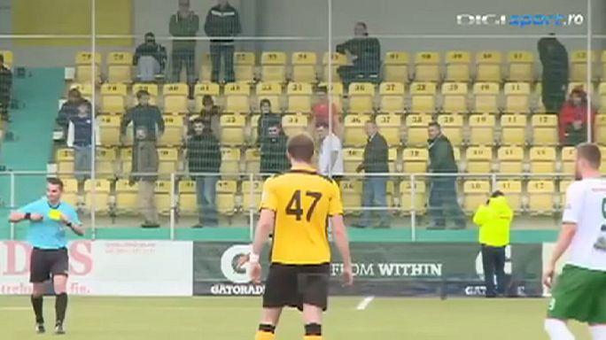 ماذا تفعل لو حضرت مباراة كرة قدم مملة ؟!