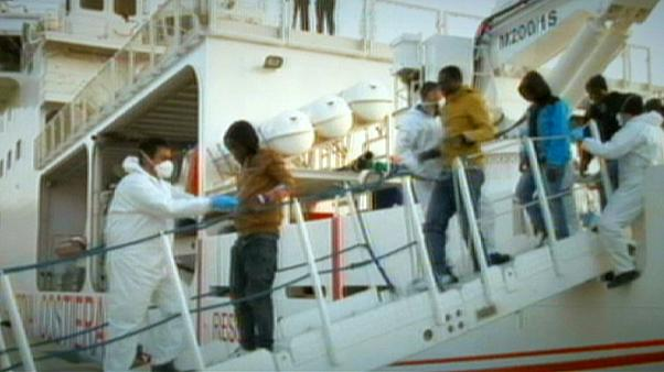 Cerca de centena e meia de imigrantes clandestinos chegam à Sicília