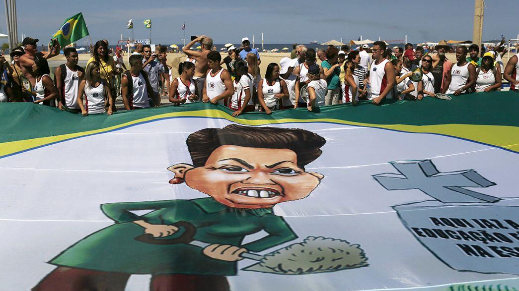 Brasileiros exigem responsabilização de Dilma pela precariedade e escândalo Petrobrás