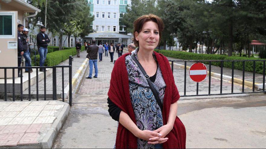 Turquia: tribunal liberta jornalista holandesa