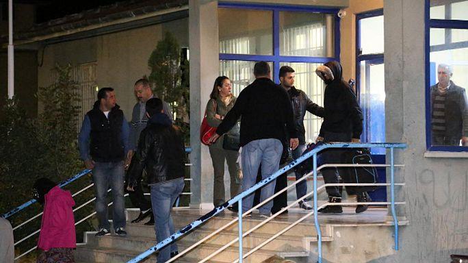 Suriye sınırında yakalanan İngiliz vatandaşları ülkelerine geri gönderildi