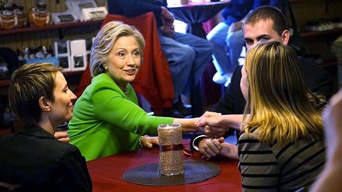 Клинтон пообщалась со студентами и инкогнито поела фаст-фуда