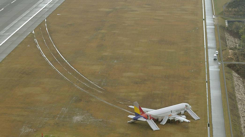 Asiana Airlines plane skids off Japanese runway