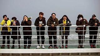 Corea del Sud: lacrime e fiori un anno dopo il naufragio del traghetto Sewol