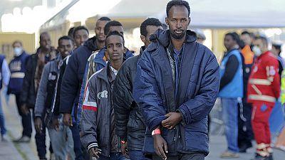 Milhares de migrantes chegam ao sul de Itália