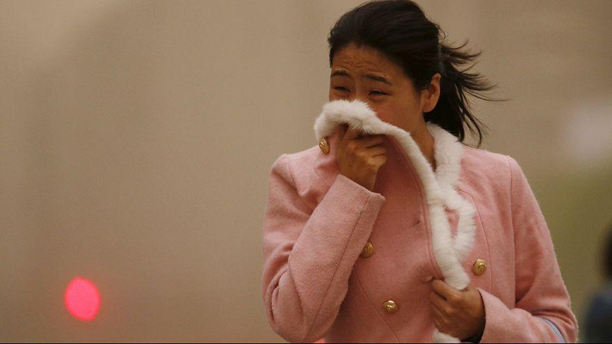 Çin'in kuzeyinde kum fırtınası hayatı felç etti