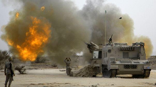 اليمن: مناورات سعودية مصرية على الأراضي السعودية ، فيما تتواصل الضربات الجوية السعودية على اليمن