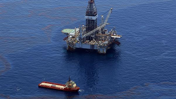 Image: Crews on ships work on stopping the flow of oil at the source site o
