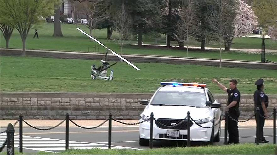 Helicóptero aterra próximo ao Congresso Norte-Americano