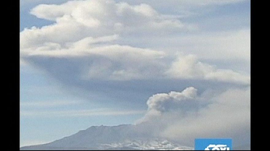 Sárlavinát indított az Ubinas vulkán
