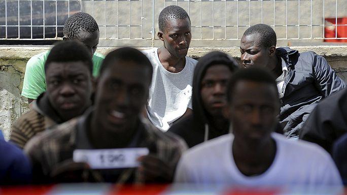 Olaszország európai szintű összefogást vár a földközi-tengeri menekültek megmentéséhez