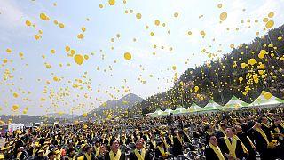 """Президент Южной Кореи пообещала поднять паром """"Сэволь"""""""