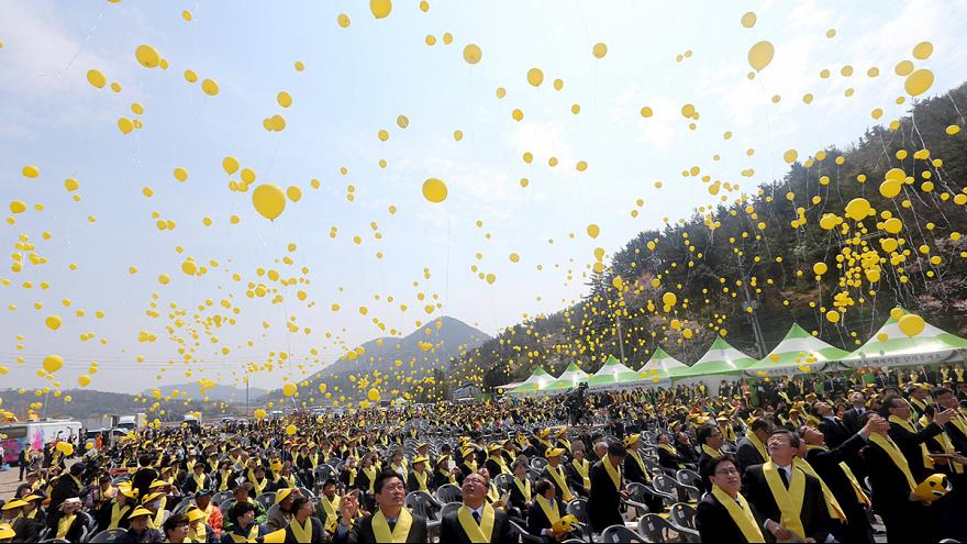 "Jahrestag der ""Sewol""-Katastrophe: Südkorea kündigt Bergung des Wracks an"