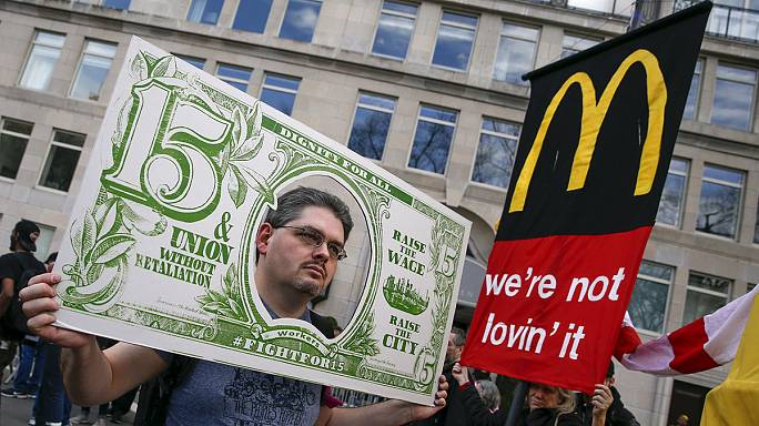 Workers across the US hold rallies to call for a minimum wage of 15 dollars an hour