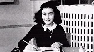 La campagna #notsilent per ricordare Anna Frank